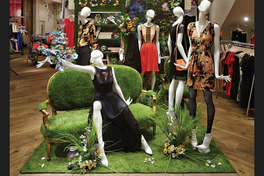 Artificial Grass Display A Creative Way Of Displaying